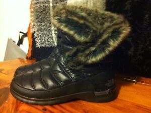Women's north face size 6