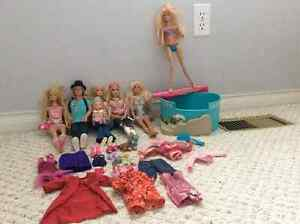 7 Barbies with pool and accessories for sale! Kitchener / Waterloo Kitchener Area image 2