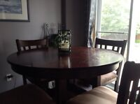 Dining table and chairs pub style