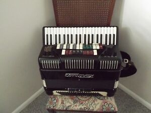 CHORDOVOX ACCORDION W/ LESLIE and AMPLIFIER complete