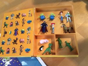 12 figurines d'histoire de jouets(Buzz lightyear, Woody,...)