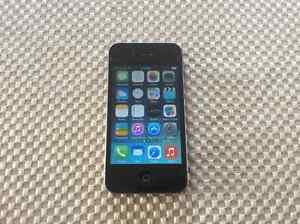 Apple iphone4 8gb w/ 2 cases and 3 charging cords