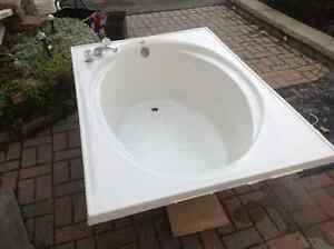 large bath tub $100.00 or best offer also King box spring 100.00 Peterborough Peterborough Area image 2