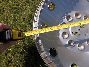 Very large hubcap .. 20 inch .. Highway tractor? ... Motor home? London Ontario image 2