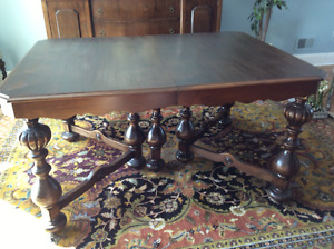 Dining Room Table/Side Hutch/china Cabinet