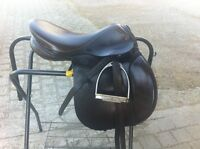 "17"" Barnsby Close Contact English saddle"