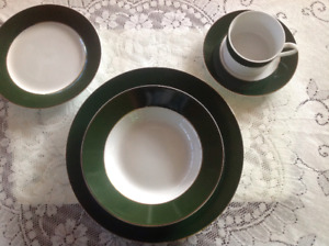 8 place settings of dishes