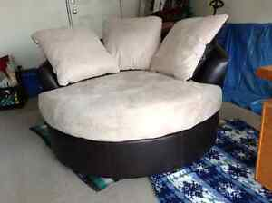 Round Swivel Couch/Chair