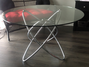 Exquisite round glass dining table