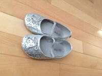 Old Navy toddler girls shoes - Size 9