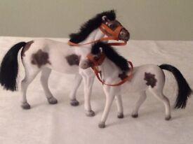 2 Toy Pony Set