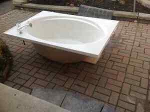 large bath tub $100.00 or best offer also King box spring 100.00 Peterborough Peterborough Area image 3