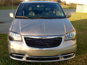 2015 Chrysler Town & Country S   7 passenger van 50,000km Loaded