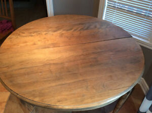 Antique table Cornwall Ontario image 2