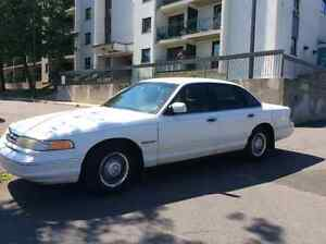 1995 Ford Crown Victoria Berline SUCESSION