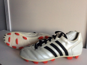 Soccer running shoes with cleats, girls size 5 1/2