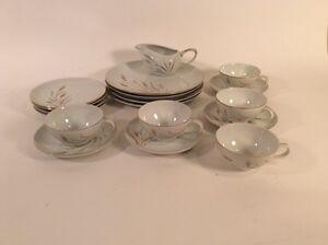 Set de vaisselle vintage 35$