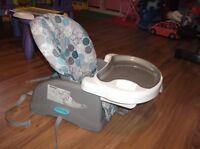 Siège Booster Safety First, coussin d'allaitement et + à vendre!