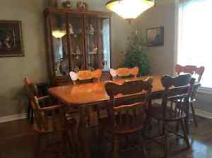 Dining table 6 chairs 2 leafs