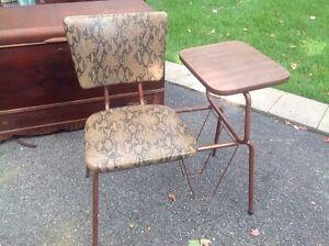 Table et chaise de téléphone rétro vintage - 2 modèles