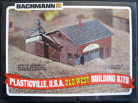 HO PLASTICVILLE BUILDING #2909 OLD WEST LIVERY STABLE BLACKSMITH