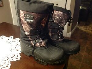 Men's Camo winter boots size 9