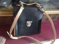 Atmosphere ladies shoulder bag black/Beige used £3