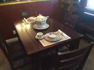 Beautiful Solid Wood Dining Table and Chairs Cambridge Kitchener Area image 1
