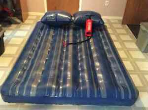 Inflatable double mattress with 2 pillows & Air pump