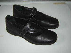Rockport Black Shoes - size 6.5