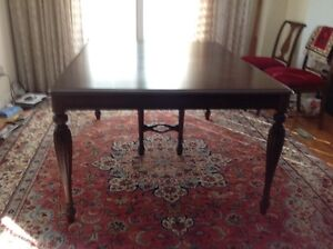 Berkey & Gay Antique Dinning Table with 3 Leafs, 6 Chairs.