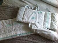 Crib set mint & white