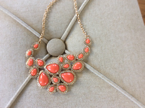 Collier corail -neuf