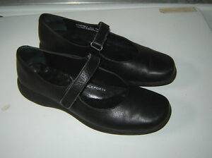 Rockport Black Shoes - size 6.5
