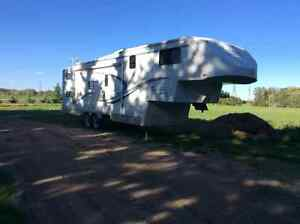 5th wheel trailer model 325 Travelaire Genesis