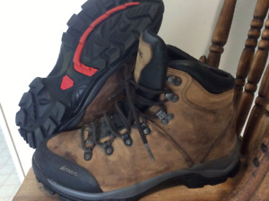 MEC Mens hiking boots, excellent condition 50$ firm