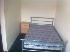 Double bedroom in Wakefield