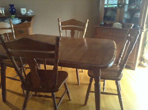 Roxton solid maple dining table with 4 chairs