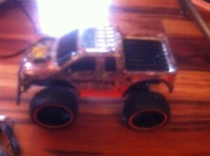 Truck on remote control! Cool toys, cheap!
