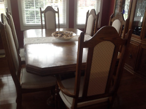 BEAUTIFUL OAK DINING ROOM SET FOR SALE