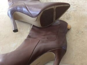 Women  leather shoes  London Ontario image 3
