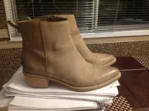 Cole hann amost new booties....cowboy style West Island Greater Montréal image 1