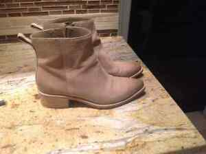 Cole hann amost new booties....cowboy style West Island Greater Montréal image 2
