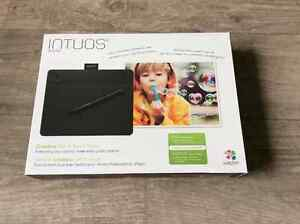 Intuos Photo Pen & Touch Tablet - Black