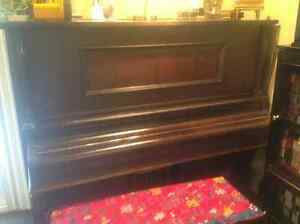 Player. Piano.         Antique