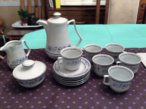 Small Blue flower motif teapot set with cups/saucers