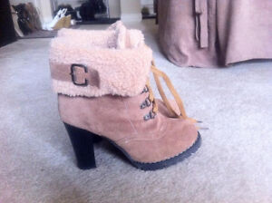 Women's Brown Boots, Size 6.