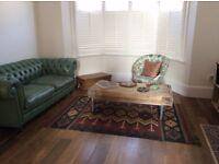Double En Suite Available in Gorgeous Victorian House.