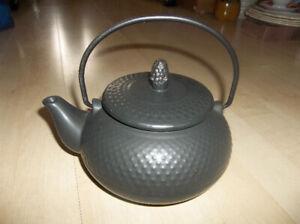 Théière en porcelaine noire