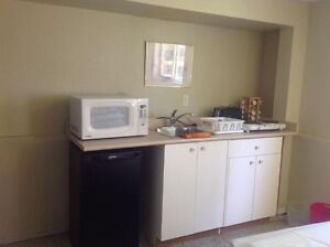 UVIC/Camosun FEMALE student furnished room For April 15